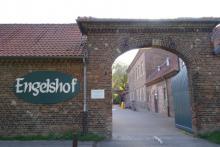 De poort van het Engelshof-complex